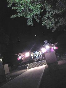 祭りがおわり、静かな境内。本日は満月でした。