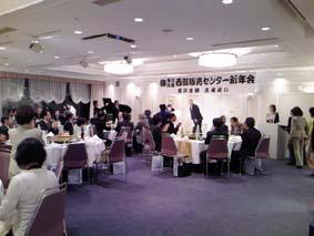 各方面の方々が長沢社長のお祝いにかけつけました