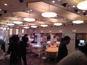 展示コーナーでは、最新医療機器、情報が満載でした。